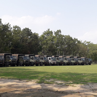 A convoy of Bangladesh Army members came to the Satkhira Government College ground today to protect the people affected by the Ghuni Ir Ampan.