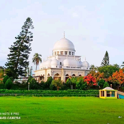 Here you can see a picture of Rawza Sharif.  It is located in Satkhira district.  We can see here that it is very nice to see Rawza Sharif's Rawza Sharif.  We can see that a beautiful dome has been built over Rawza Sharif. It looks very beautiful.  We can see that there are many plants around Rawza Sharif.  These plants look so beautiful.  We can see that the mind is getting fascinated when we look at it.  I can see that Waz mahfil is held here every year.  And there are people from home and abroad to listen to this waz mahfil and here people are given daily food and drink.  We can see that it is huge in size and it is full of people every year. We can see that there is a huge green field.  These are very nice to look at. We can see a lot of white clouds floating in the blue sky above.  If you like this picture of me, everyone will subscribe to our channel.