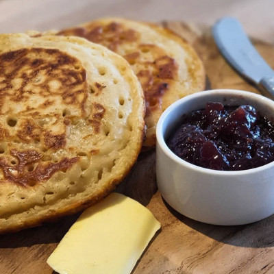 "Homemade English crumpets have also been a huge hit with Emett's kids. ""English crumpets have been a real hit with the kids in the last few weeks,"" Emett said. ""Once cooked and loaded with maple syrup, they are amazing.""  Emett recommends using the recipe by Amano, an Italian restaurant in New Zealand, and has also included some of his own cooking tips in a saved story on his Instagram page.  While crumpets are commonly paired with jam or honey, Emett said his favourite way to eat them is with ""crispy fried bacon and a couple of poached eggs.""  ""One thing they all require is a lot of butter,"" he added."