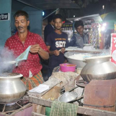 In this picture you can see a picture of a person making bhapa pitha at night in Patkelghata market and a man making bhapa pitha in a shop.  In this picture you can see a man making bhapa pitha in Patkelghata market.  And to make this steamed cake you have to mix sugar coconut flour together to make steamed cake and these have to be made with heat in the pot and it is very amazing to eat and in this picture you can see that a man has a few shops inside Patkelghata town they also make steamed cake and  In this picture you can see how a man is making bhapa pitha. Hope you like this picture very much and this man is always making bhapa pitha in the same place in the same place every evening and it is seen that some people are standing in front of this shop eating bhapa pitha.  Seems to have come for and in this picture you can see a picture of this guy making a very nicely made cake. And this guy makes a very nice steamed cake and we can go here to eat steamed cake and make a very nice and very beautiful  And these are made by mixing coconut sugar flour together and tying the broken on top of the pot to make the cake in this way and making a picture of him making it very nicely  You can see.