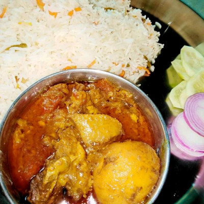 Hi friend, you can see a great picture here. The picture you are seeing here is a picture of a popular dish in Bangladesh and the people of Bangladesh love to eat this dish at noon.  The picture you see here is of polao rice khasir meat roasted and great small round onions and you can see it there for lunch and it will be a great pleasure to meet everyone in my house this afternoon who still come with me for lunch all day today  They were invited to come home for lunch and I hope this meal can be eaten together because we know it is doing a great job and it has been a great one for those who work in Bangladesh. I have invited them to my house today and for them and roasted mutton and  Cucumbers with onions can be eaten together happily as a great lunch so we are telling those who have not eaten yet so if you still want to eat with us then you must come to our house and other people besides that please come to our house for a great lunch and khasir  You can eat meat. It will be very fun to eat and I don't know it on my own. I don't have a mother at home so I cooked it myself and you  If you want to eat di, you must come to our house as soon as you give us and we can enjoy the food together and these foods are very easy for you.  And I tasted the food and said that it was cooked with my own hands, so I gave it today, and apart from that, all the Japanese were invited to my house and we all ate together happily.