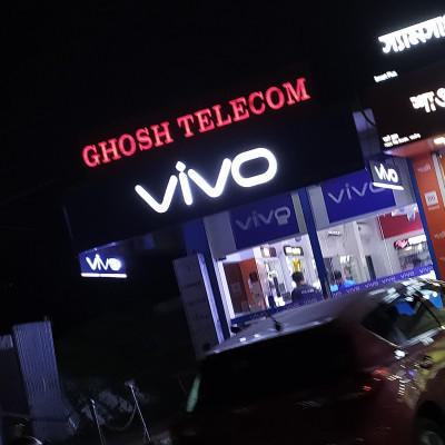 Hello friends, good evening to all.  The picture you are seeing now is our Vivo phone shop in Satkhira.  This phone shop is located in our Satkhira district.  It can be seen on the opposite side of Satkhira Sangeeta Hall.  Only Vivo models are available at this Vivo phone store.  The shops are mainly organized by the company.  It can be said that the company has a small shop.  I took this picture when we went to Vivo mobile phone shop to buy a phone for my younger brother when I was going to Satkhira yesterday.  We all know that Vivo phone has a very good battery and the camera gives a very good backup and the models of the phone are very beautiful. I hope you will like this photo.