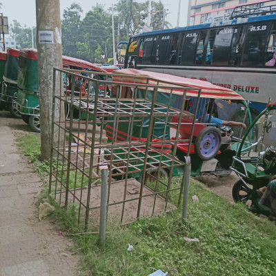 Here is a picture of the Easy Bike Stand in Boyra Bazar. Here I can see that it is basically standing here and moving along a bypass road like a steel smile. This bus is usually traveling in different big districts and with a distinct Khulna resident.  It is also common to travel from different districts to different districts and very dependable passengers can travel in a very nice way. These buses and these are usually very good quality. Everyone likes them very much. I hope you will like the picture.  Parts and a very nice look at some of the big carriage horses that run here in the inner city of Khulna. You can see the pictures of the kind of cars that are currently running here. I hope everyone will like it. Everyone will be fine and healthy. Please comment on this picture.  I will be able to give you the picture of your choice later