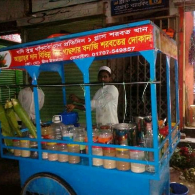 Among the various shops in Khulna, I like this one the most.  There are many sherbet shops in this sherbet shop. I like it the best among them. This sherbet is made here in a special representative and this sherbet is so good that it is unbelievable not to play. I studied in Khulna for about two years.  I do and when I have time I buy sherbet from this shop. It is the famous mint sherbet of Khulna. It feels great to drink sherbet here. It is like bringing water to the tongue. It is located in Khulna Boyra. The name of this sherbat is Rahim. Sepudina leaves with cold water and lemon.  Makes a special kind of sherbet that looks great to eat. I love to eat Rahim's highest income. When I go to Khulna, I go here to eat.  600 people make this sherbet. The people of Khulna have become accustomed to this sherbet and they start this day by drinking this sherbet.  T.