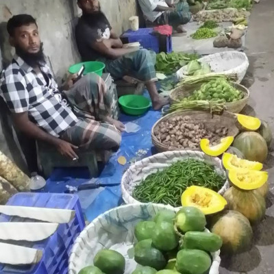 I went to the raw material shop in Barisal this afternoon. Vendors are sitting on the side of the road with vegetables very nicely. Here you can buy all kinds of raw materials like papaya, sweet pumpkin, rice, pumpkin, spinach etc. People from different places come to this market to buy vegetables. Vendors line up to sell items. In the afternoon, people from different places come to this market to buy vegetables. People have come from different places to buy vegetables. All these sellers earn a lot of money in a day. I was very happy to see such a beautiful market. Every day people come to buy curry made from these vendors. Vendors are sitting on the side of the road with the vegetables. I bought some vegetables from the market.