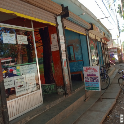 There are several shops open here.  Looking at the shops, you can understand that there are many different types of shops.   There is a saloon shop here.  And the rest are different types of shops.   The stores that have different goods and they are sold.   And a sweet relationship is formed between the buyer and the seller and they are busy selling.   Buyers are likely to call everyone who looks appropriate, if there are only a few.  Here you can see a saloon shop.    Those who cut our hair are called barbers.  The barbers here are very skilled.  For this, you cut the hair in different styles of different designs.   Like them and they are very happy.  This is why there are so many customers.