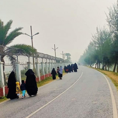 A group of hijabi families are rushing to their destination on a foggy morning.  Jessore Airport Road.  Jessore Airport is one of the domestic airports in Bangladesh.  It is the oldest airport in the country.  The airport is located in the city of Yasha.  The airport is operated and maintained by the Bangladesh Civil Aviation Authority.  Location This airport is located 6 km north of Yasha town.  The distance of this airport from the capital Dhaka is 140 kilometers.  This airport is the only aircraft training center in the country.  Besides, Bangladesh Air Force is also using it as part of Bangladesh Air Force Base Matiur Rahman, Yasher.  The runway of this airport has been built to handle any type of flight.  Therefore, the airport is used for domestic passenger flights, including military flights.  This airport started its Dhaka-Yasha route with only two flights of Bangladesh Biman.  At present, there are nine public and private passenger planes plying here every day.  The number of passengers at this airport is increasing day by day.  An average of one and a half to two thousand passengers come and go from this airport every day. It would be great to see this picture of this beautiful Jessore Airport in winter. It is seen in the fog. This picture has emerged in a very beautiful and wonderful environment. I hope you will like this scene very much and if you like it, please like and comment on my channel.
