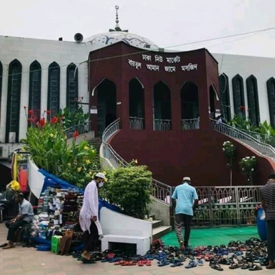 This is a picture of Dhaka New Market Baitul Aman Jame Mosque.  Everything is as beautiful as the mosque.  The environment around this mosque is very beautiful.  Clean around it.  Everyone is taking off their shoes and arranging them beautifully.  Which also looks very nice.  The environment of the mosque is also beautiful.  This mosque is a great blessing for Muslims.  A great blessing from God.