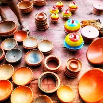It is very remarkable here. It is a village of Oz Paragaon in Kalaroa Upazila, about 10 km away from our Satkhira district town.  The small shops in front of him are making earthenware in such a way that the handicrafts of this industry are made of the perfect handmade earthenware pots and pans, so this earthenware from Satkhira is a famous district of Satkhira in Bangladesh.  The earthenware things are so wonderful, the design is so beautiful and the beautiful floral design looks so amazing, so friends, the people of Satkhira district love these things very much, so all in all, it is a visible and wonderful picture, so this earthenware thing is made of this natural beauty.  The visual image is awesome so you must like this image very much so we have earthenware.  Very dear to our village Ganj when there is a market ghat or fair, this earthenware item is sold at the book fair in the house of the father in a very wonderful way.  Set on the wallpaper a picture that is very extraordinary and very visible