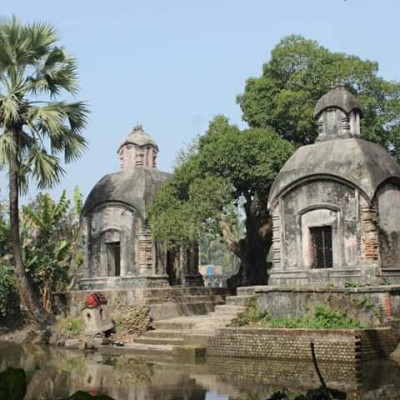 Construction of ancient architecture in this pond in the fishing area of ​​Nakipur in Shyamnagar upazila of Satkhira.Zamindar Haricharan Rammohun Roy dug this pond and made beautiful architecture.  The queens change their clothes after taking a bath inside the beautifully enclosed architecture at the entrance of the pond.  Only queens were allowed to come to this pond.  This very beautiful place has left an architectural monument in this Shyamnagar upazila.This manor house is very spectacular to see the architecture.  However, at present the architecture is not the same as before and can collapse at any time.  The oldest architecture is a traditional monument for our country but at present the places are becoming extinct due to lack of maintenance.  All these are being destroyed. One day it will be seen that this pond is no more in the pond ghat and this beautiful has become a ruin.