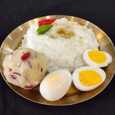 Eggs, potatoes, pickles, rice, fish, Bengali staple food, our main food scene looks very beautiful, our food contains a lot of vitamins and minerals, which gives our body more energy, we eat all these foods all the time, we  I take vitamin food all the time, it looks very beautiful, these foods are the main food of Bengalis.