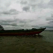 This is a beautiful river picture.  The name of this river is Padma river.  This river is very beautiful to look at and it is a very big river.  Many people come to see this river and many vehicles and goods pass through it.  Sandur is seen sailing on this river.  Which is very nice to see.  The water of this river is very clear and clear.  Which goes to everyone's heart.  It is a very beautiful and very big river. Dhaka and various cities have developed along this river.
