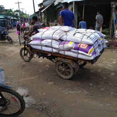 Here is a picture of an engine driven van.  And these van owners always earn money by driving vans in Satkhira district, Dhuliar village and surrounding areas of Bangladesh.  In this way he has to suffer a lot.  Here is a picture of many vans standing on the market road.  And every day passengers are picked up from here and taken to different villages.  And I get money in return.  With money he can put rice in the face of his family.  But a hard work but the only work of people from poor families is to bring the shares in their free time in this version.  And he earns some money and with this money he goes home with rice, pulses etc. and goes home and cooks and feeds his children. In fact, 85% of the people in this poorest country of Bangladesh live below the poverty line.