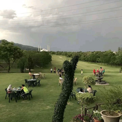 This beautiful place in Pakistan is really wonderful and the green natural environment is enjoyed in this place with huge fields and green grass.  It is seen here and here it is seen that many people have created an environment to sit in. It is a very secluded place and the name of this place is Kutubpur and There is a place called Qutub Minar in Bangladesh with this exact name but this name is more popular in Pakistan and this place is more popular and beautiful. You can see this place. It is such a beautiful secluded area.