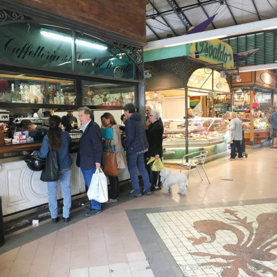 "If you want to take a tour of a more ""free-range"" market, go to the Sant'Ambrogio market in Piazza Ghiberti: here you will find only Florentines who shop.  I point out the bakery / gastronomy Il Chicco di Grano which produces hot and fried focaccias."