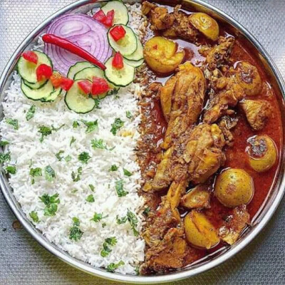 How good it is to eat meat with rice and if this meat is rice then it is not a problem to kill people and here you can see there are two kinds of food in it and there is meat with this food and every rice and financial meat and with it there is really cucumber.  A very beautiful meal