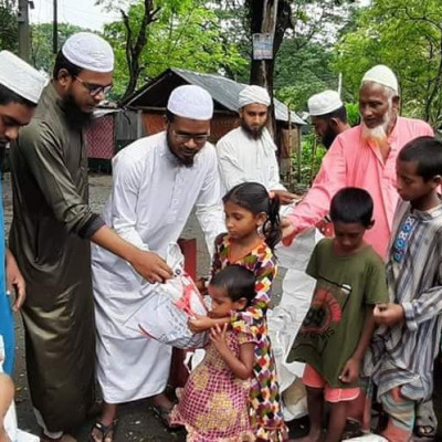 Eid items were distributed among children, uprooted and beggars in Kaliganj of Jhenaidah district under the leadership of Muhammad Abdul Jalil, central vice-president of the Islamic Rule Students Movement.