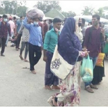 "The Dhaka-Khulna highway in Daulatdia was seen at 8 am on Saturday.  But due to the closure of public transport, they are struggling to reach Daulatdia Ghat and return home.  Especially those long distance passengers - Jessore, Jhenaidah, Magura and Kushtia, they have suffered more.  Abul Hossain, a passenger on his way to Jhenaidah, said, ""I arrived at the port two hours ago.  But I can't get any vehicle to go to Jhenaidah from here.   I don't know how to go now. 'An official of a private company who came with his family from Dhaka said,' I came to Paturia from Gabtali by renting a private car for four thousand rupees.  But the microbus from Daulatdia Ghat to Magura wants a fare of five thousand rupees. '"