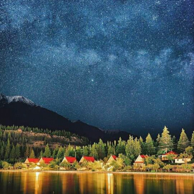 The scenery at this star-studded night is truly breathtaking, and inside these stars you can see an atmosphere that is amazing. Here you can see small houses with houses built by the water, and here you can see the kind of houses that look amazing.