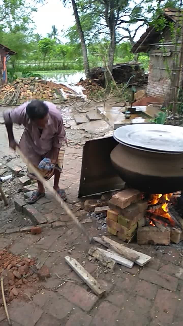 Video of cooking khichuri