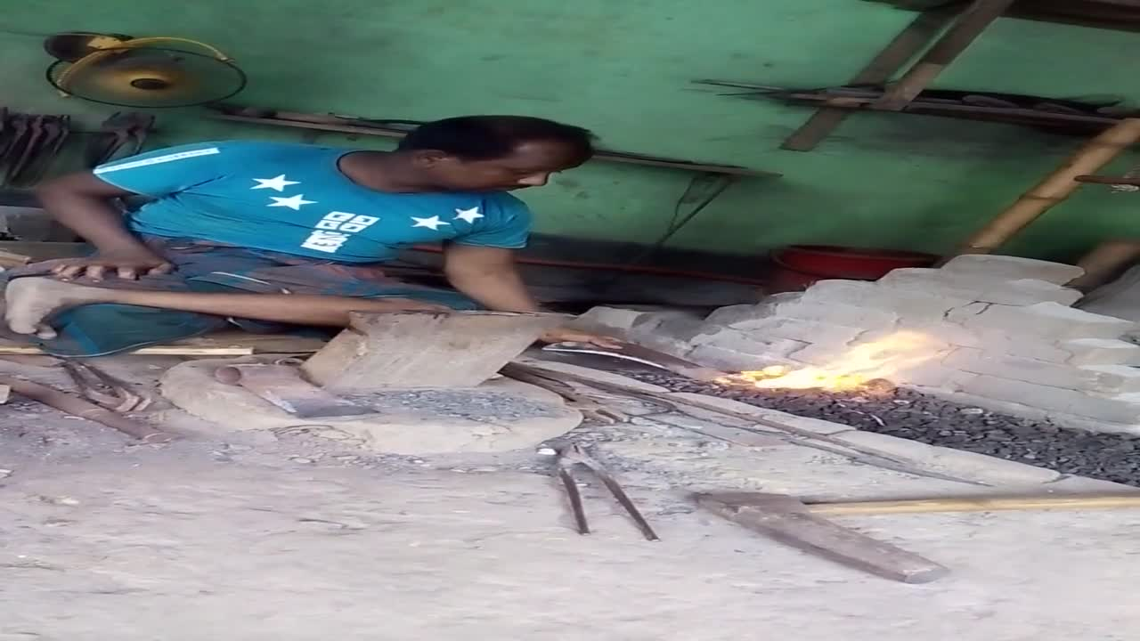 Making things of different shapes by beating iron