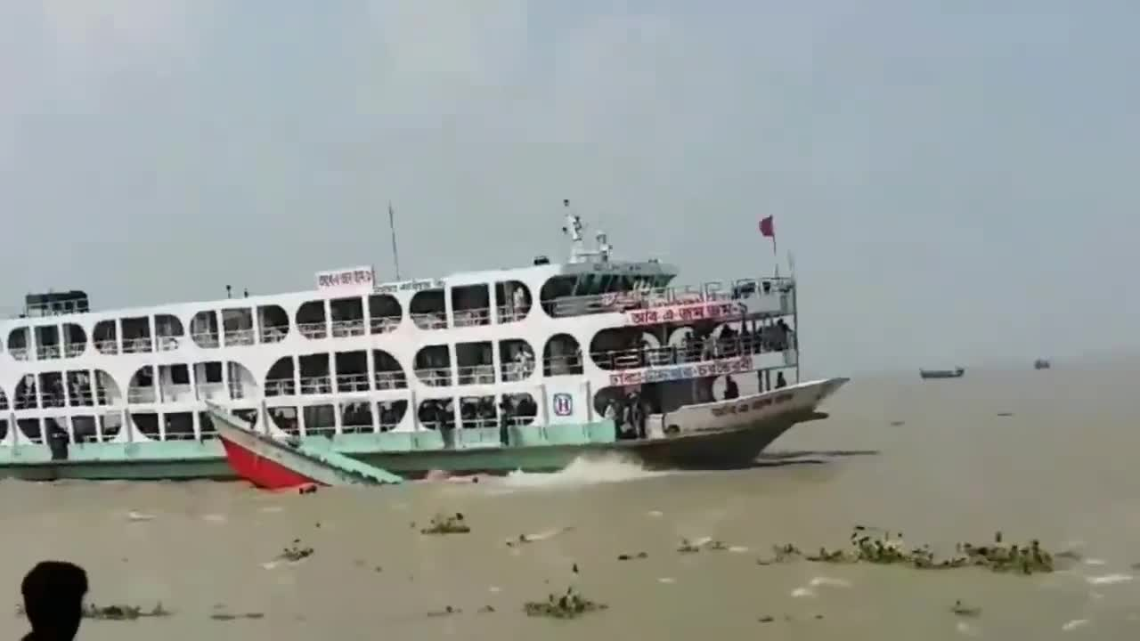 Bangladesh Jamuna River accident.