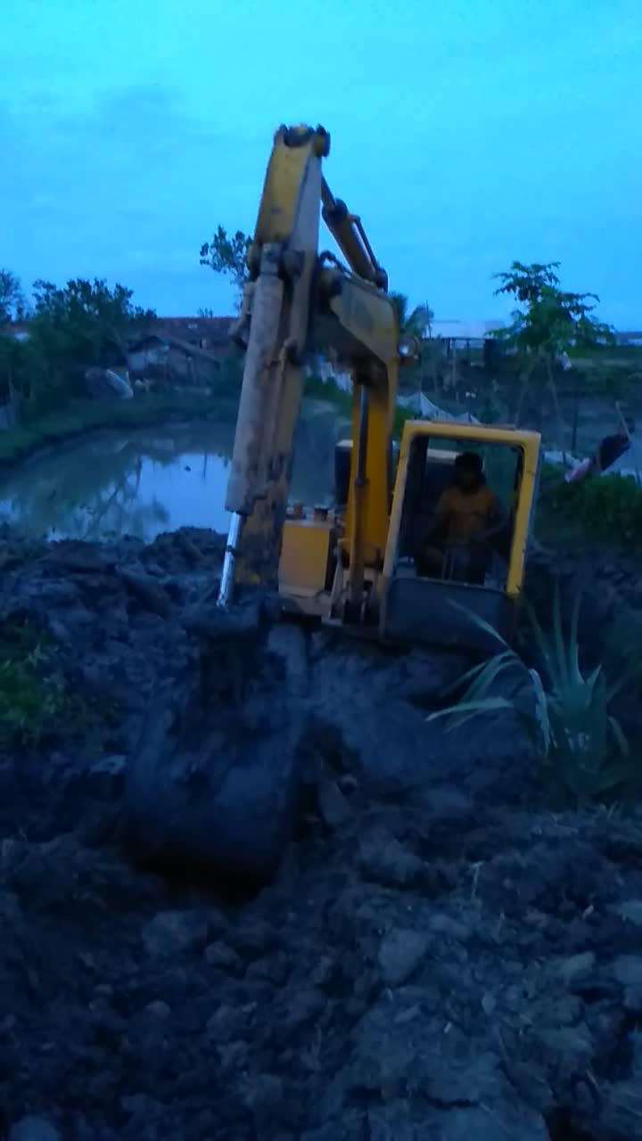 Here is a video, the video is of a dredging machine going down, and trying hard to get up.