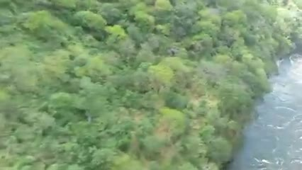 Victoria_falls_flight_down_gorge_in_helicopter.