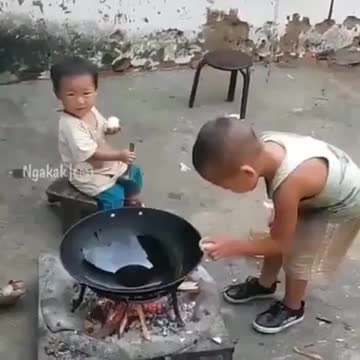 A little boy amazing cooking.