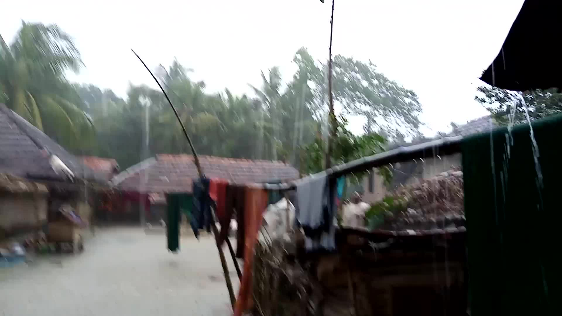one of the most frightening things we can see here is the scene of heavy rains and thunderstorms in satkhira