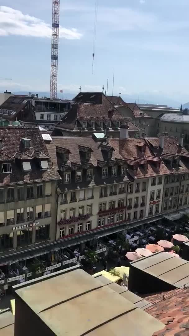 To watch a video of the beauty of these houses in this beautiful natural environment of Switzerland.