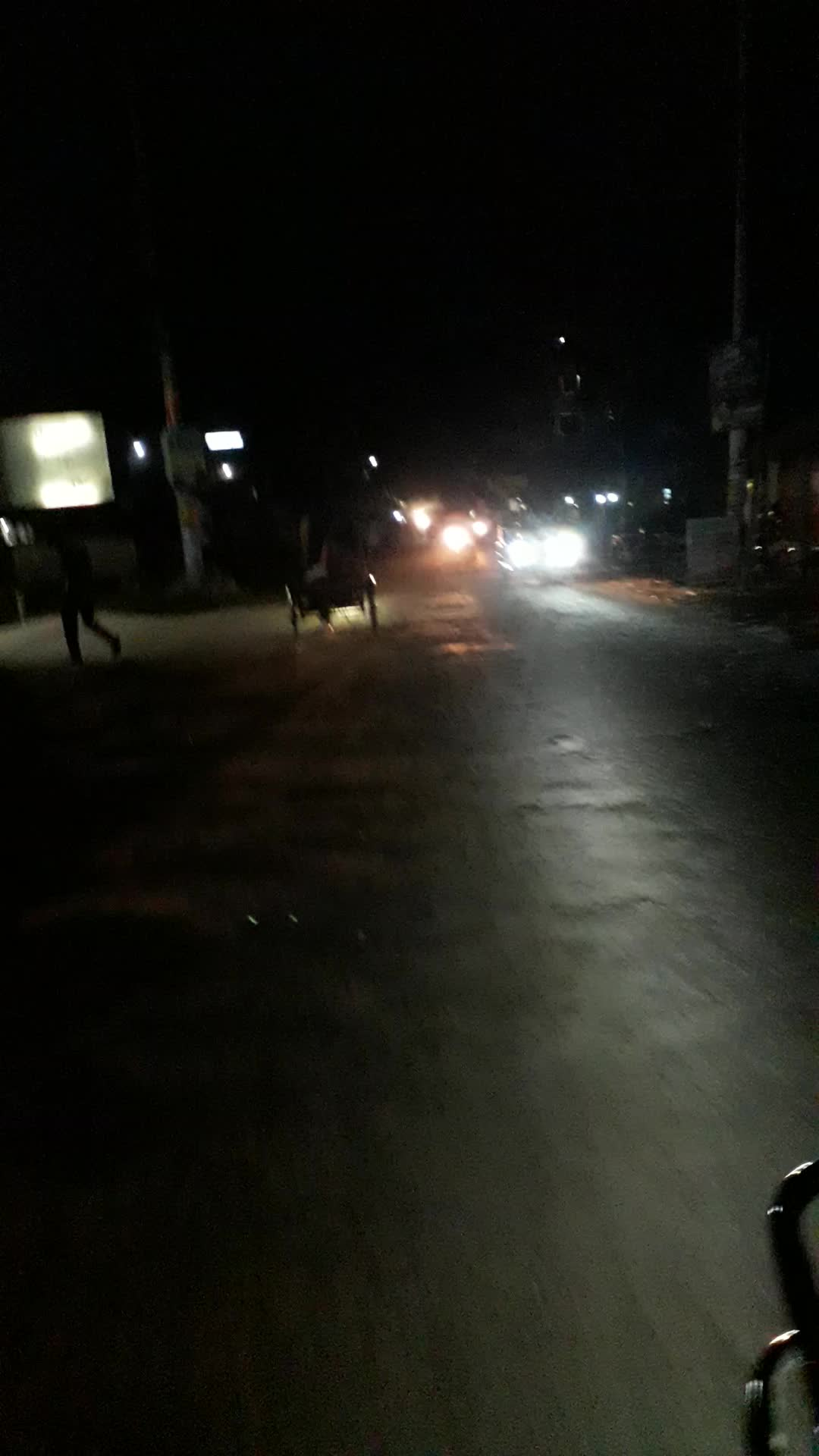 Night traffic conditions on the road