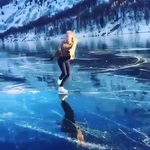 This beautiful environment, the scene of walking around with the legs bearing here is really awesome. This video shows this beautiful girl running here.