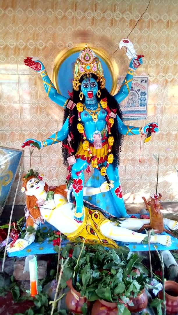 Idol scene of Kali Thakur on the occasion of Kali Puja.