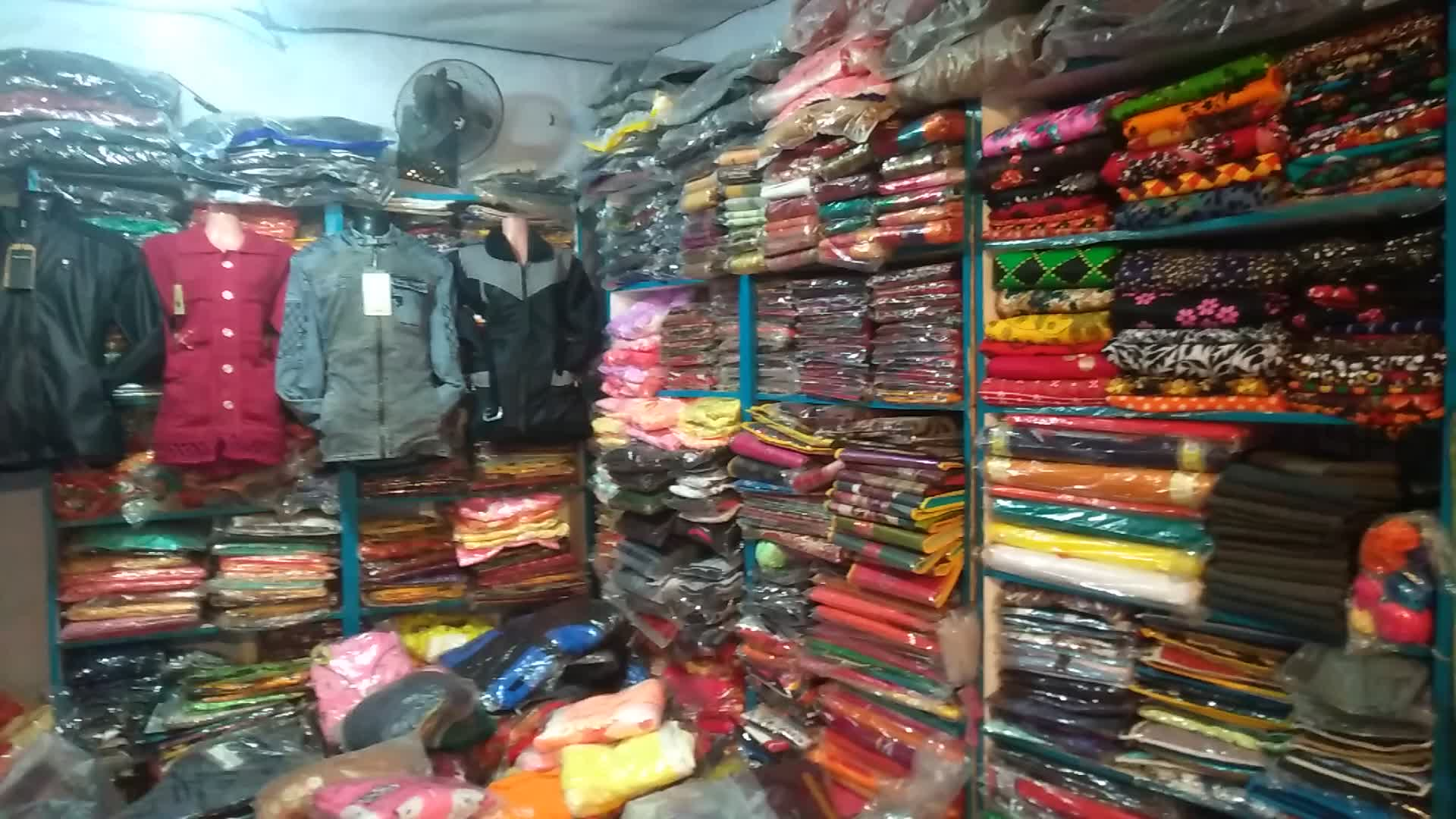 Video footage of a high quality merchant shop in the country's garment industry.  The beautiful environment is full of goods and clothes.  A video of her looking very beautiful.  Brakhrajpur market among you?