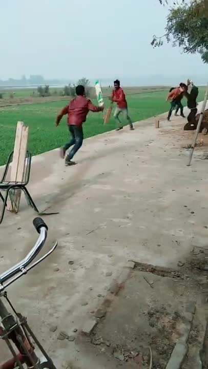 I have never seen such an arrangement of playing cricket before😆😆😆