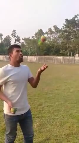 My elder brother Abdul Alim can do this scene of playing with three balls😯😯