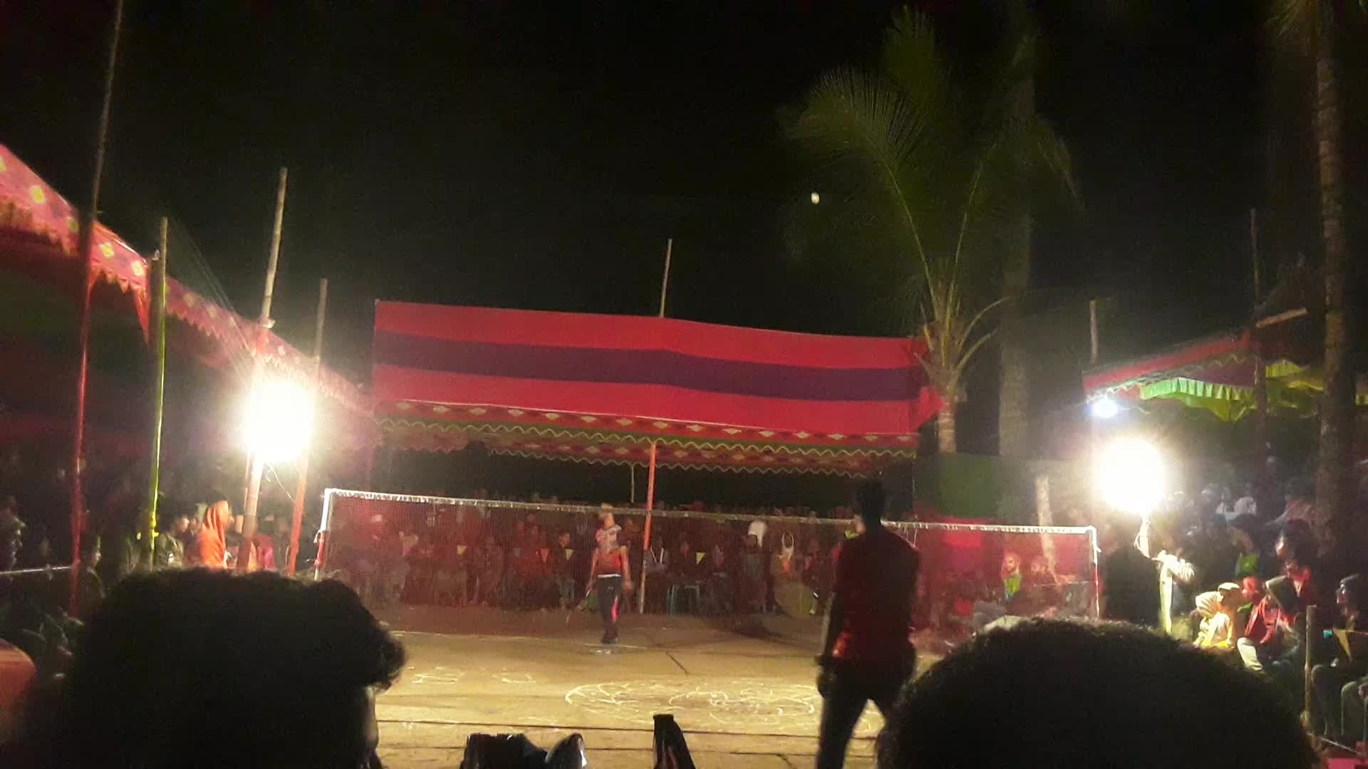 A video of an eight-team racket game.