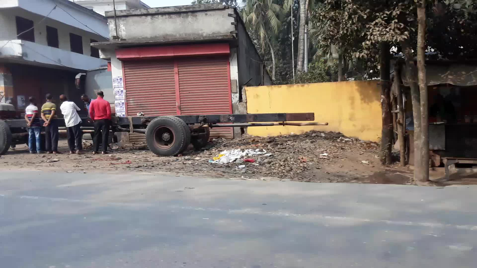 This video is of Satkhira while walking through some shops and roads.