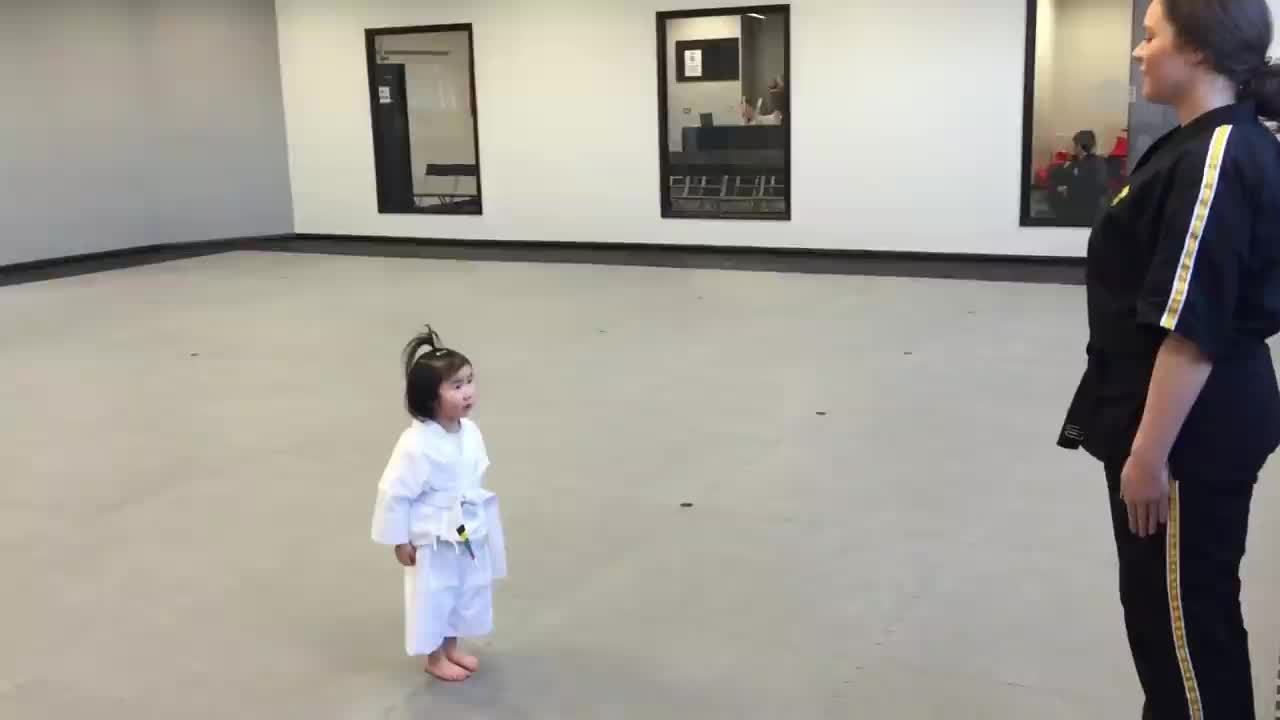 This little girl is seen exercising here in a wonderful way💪💪