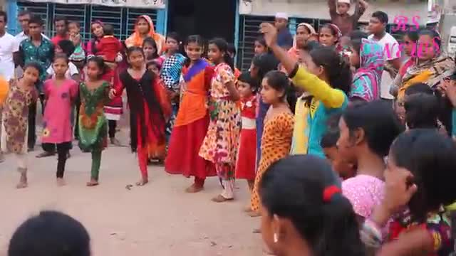 Watch the video of a school cockfighting game on the occasion of Great Victory Day