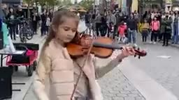 Rally good a little girl playing violin.