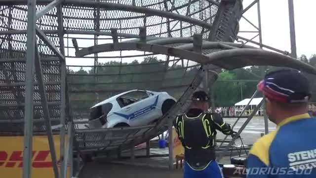 Must_see___Flying_cars__stunt_show_in_Vilnius__World_record__loop.