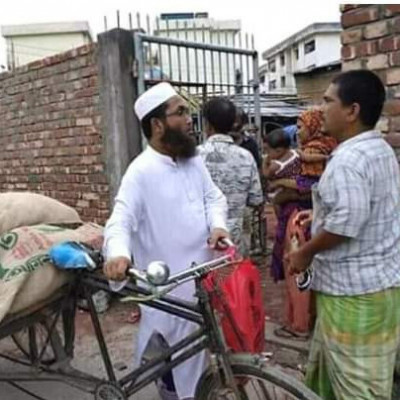 #A_man_the_imam_of_the_mosjid, driving a van and going from house to house delivering food to poor people.  #O_Allah: Give him a good life. #Amen