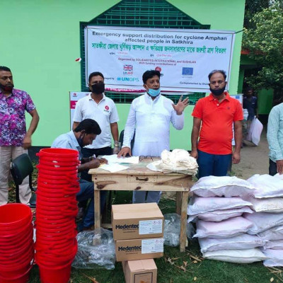 250 (two hundred) families affected in Amphan.  We are distributing tents, buckets, water purification tablets and water filter cloths with the help of Solidar and Sushilan. Md. Mizanur Rahman Babu Sana, Chairman of Dhulihar Union No. 7 of our Satkhira Sadar Police Station.